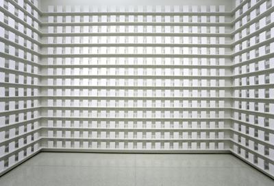 """אמילי ג'אסיר, """"חומר לסרט"""" (מיצג), 2006, מוזיאון גוגנהיים"""